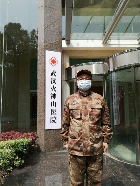 """解放军报社陈国全:记录抗疫一线的""""历史底稿"""""""
