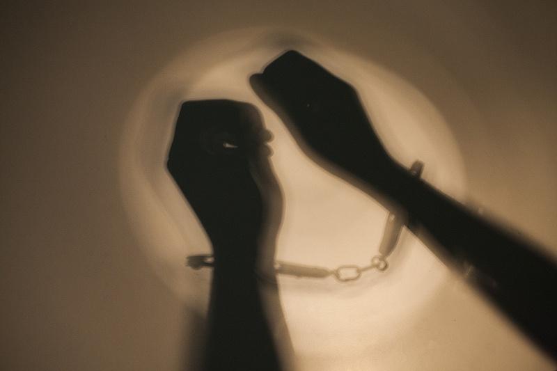 知法犯法,男青年假扮医生诈骗女友父亲26万治病钱被公诉