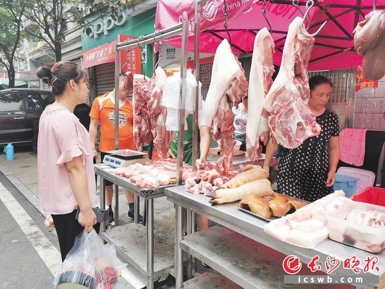"""猪肉涨价 长沙市民餐桌鸡鱼占比上升 猪肉价格还要""""飞""""多久?"""