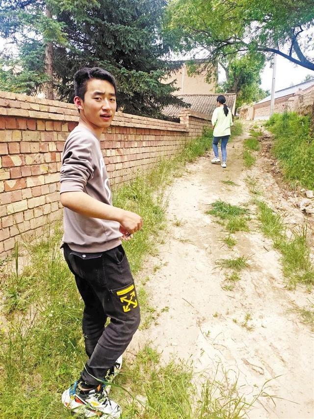 """定西通渭县""""物理男孩""""李扬:用优异成绩回报母亲的付出"""