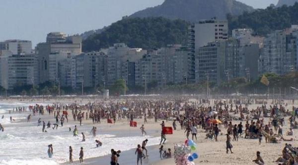为晒太阳操碎了心?里约市长建议在沙滩上划分区域避免拥挤