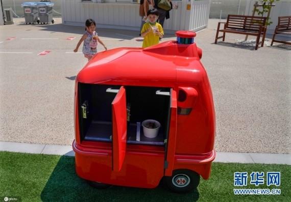 日本测试自动行走送货机器人