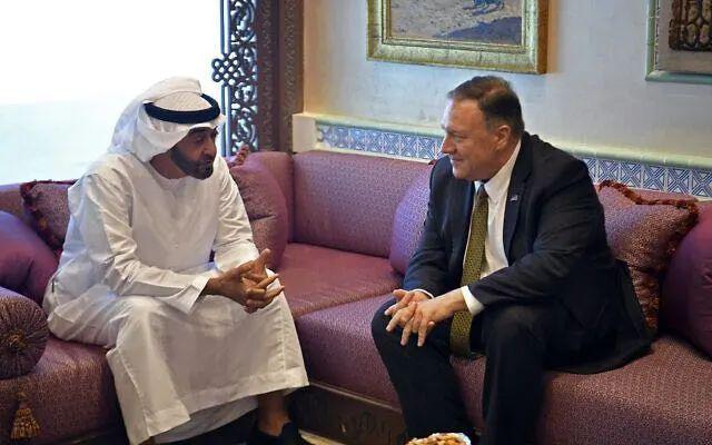 阿联酋王储谢赫·穆罕默德·本·扎耶德(左)与美国国务卿蓬佩奥(右)