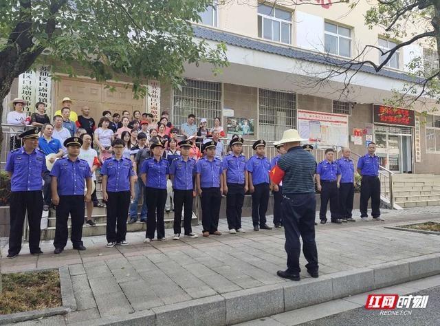 """苏仙区白露塘镇柿竹园社区向无序环境卫生""""宣战"""""""