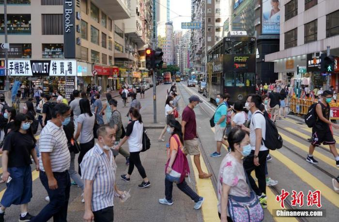 资料图:香港街头。中新社记者 张炜 摄