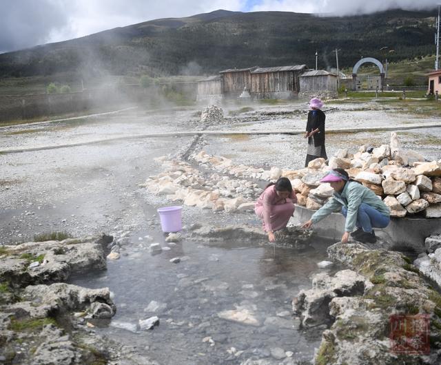 白县千村|理塘:游览雪山脚下的天然温泉15分钟