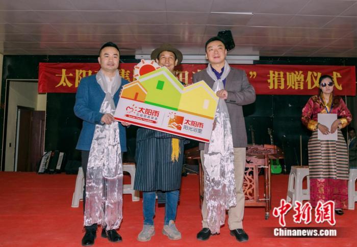"""太阳雨集团""""阳光浴室""""落户西藏首支盲人乐团"""