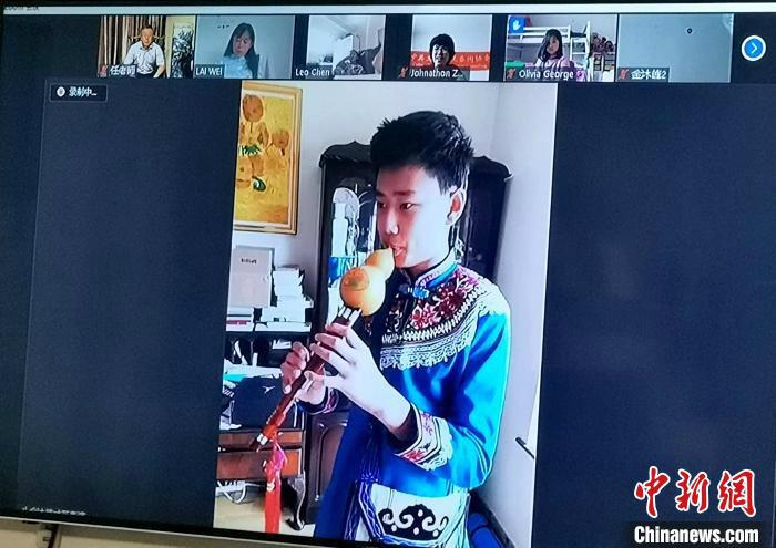 海外华裔青少年葫芦丝表演曲目《友谊地久天长》。 杨杰英 摄