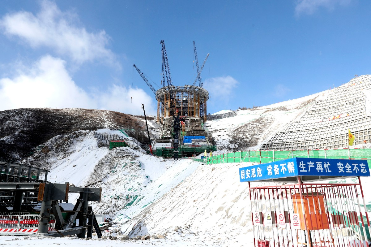 """图为国家跳台滑雪中心""""雪如意""""(摄于2019年12月10日)。新华社发"""