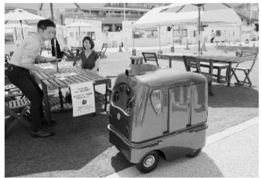 日本推出外卖送餐机器人