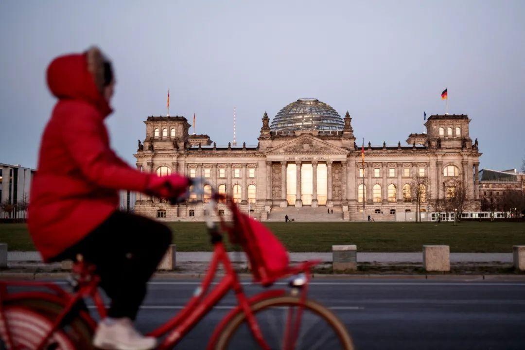 新华社记者:在德国议会大厦,我发现了希特勒的名字