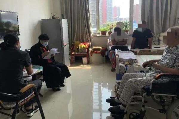 """黑龙江大庆市红岗区法院:病房变""""法庭""""?这个调解故事太暖心!"""