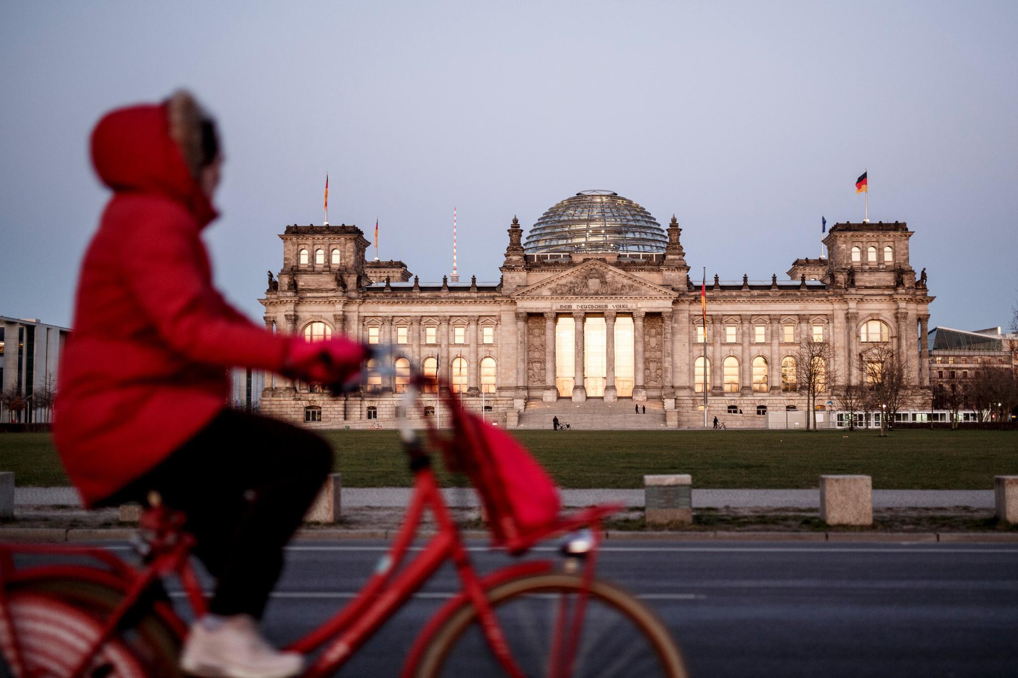 在德国议会大厦,我发现了希特勒的名字