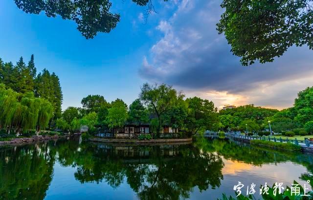 落霞与波光交辉,傍晚的宁波月湖有多美?