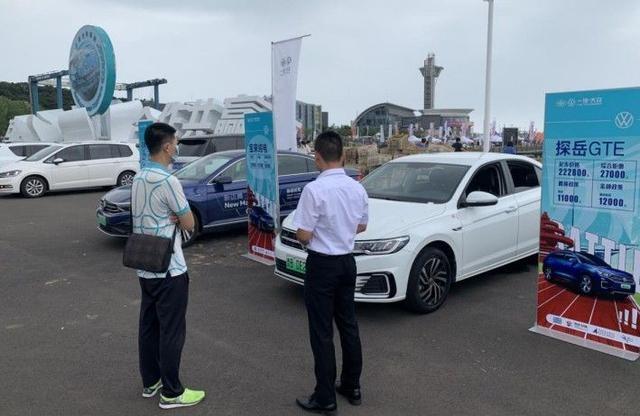 """青岛国际帆船周·青岛国际海洋节举办""""新时尚、新能源、新体验""""新能源汽车展示推介活动"""