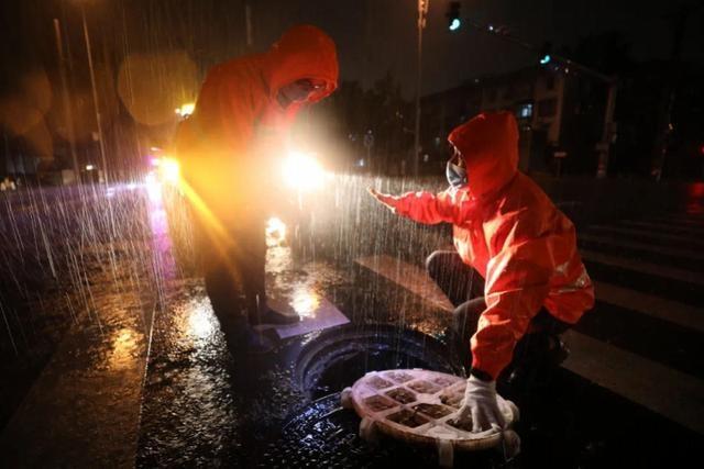 北京暴雨24小时:防汛风险点提前布控,万名排水工人彻夜值守