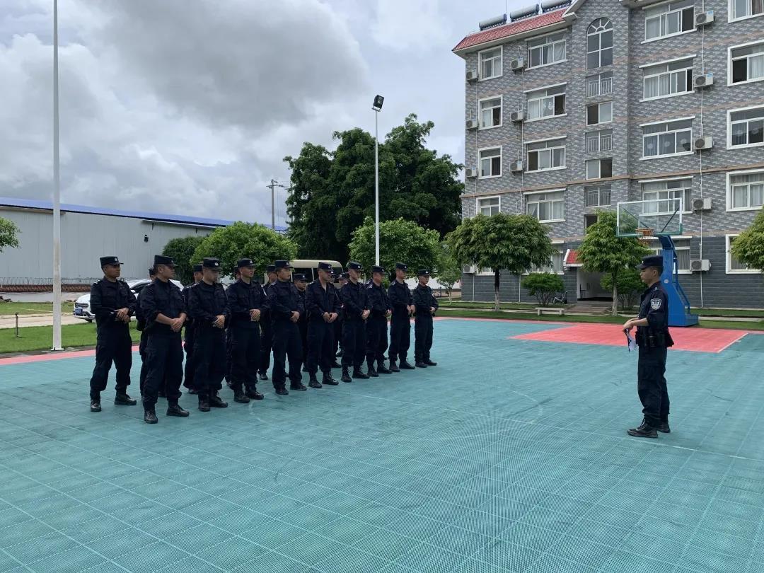 面对实战,砺练精兵!云南临沧清水河站开展警务技能专项训练