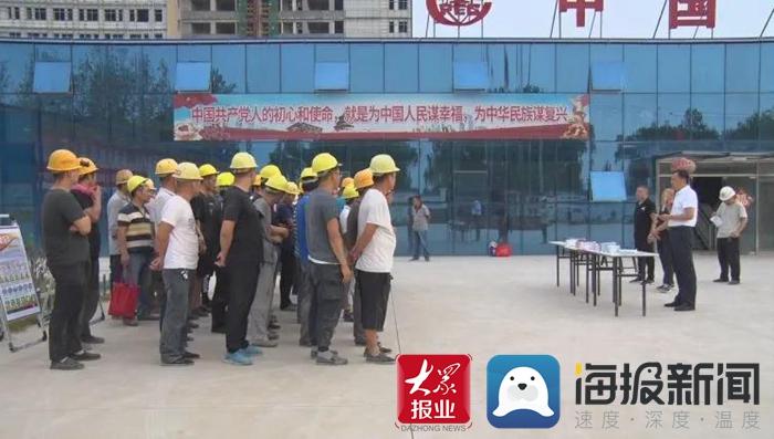 成武县人社局:工伤保险进工地 政策宣讲暖人心