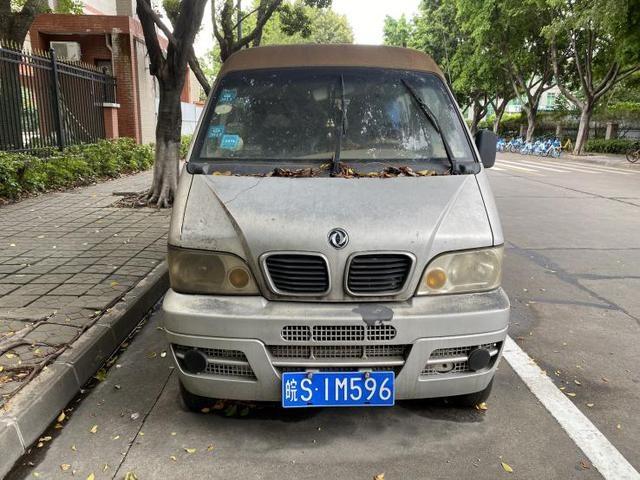 僵尸车曝光台2:禅城张槎华国光学门口,异地牌照的车霸位2年多