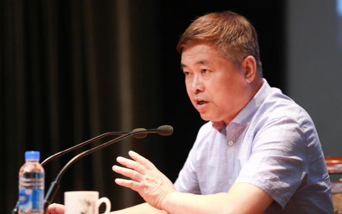 """还原审判日本战犯曲折而重要的过程——刘统""""正义之剑:中国审判日本战犯""""讲座在上图举行"""