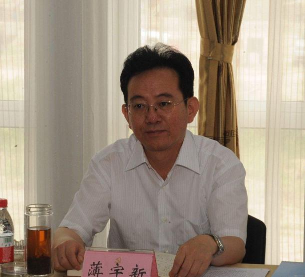52岁被免去县委书记的他,55岁降级,57岁主动投案