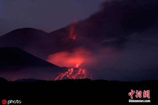 意大利埃特纳火山喷出火山灰云 尚未影响附近机场