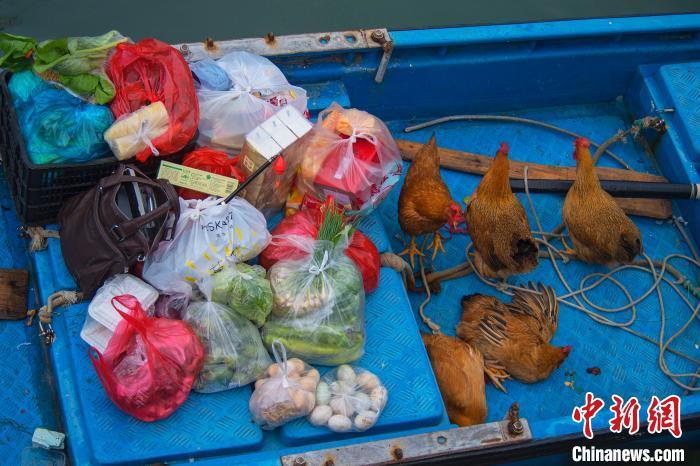 渔民为出海准备的食材。徐绍荣 摄
