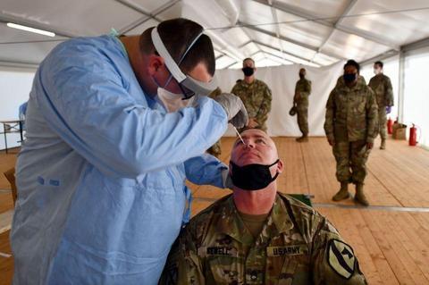 美军一周内新增确诊病例超1400例 累计超3.3万例
