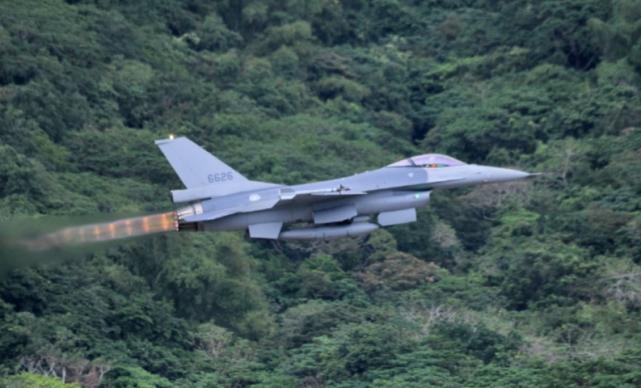资料图:台军F-16战机