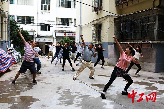 云南省个旧市掀起学习工间操锻炼热潮