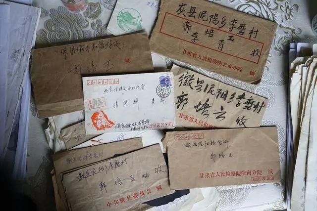 郭尚仁父亲寄出的信件以及收到的回执。中青报·中青网记者杨海/摄