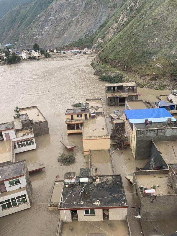 抗洪救灾丨公航旅金汇通航直升机第一时间赶赴文县救援被困群众