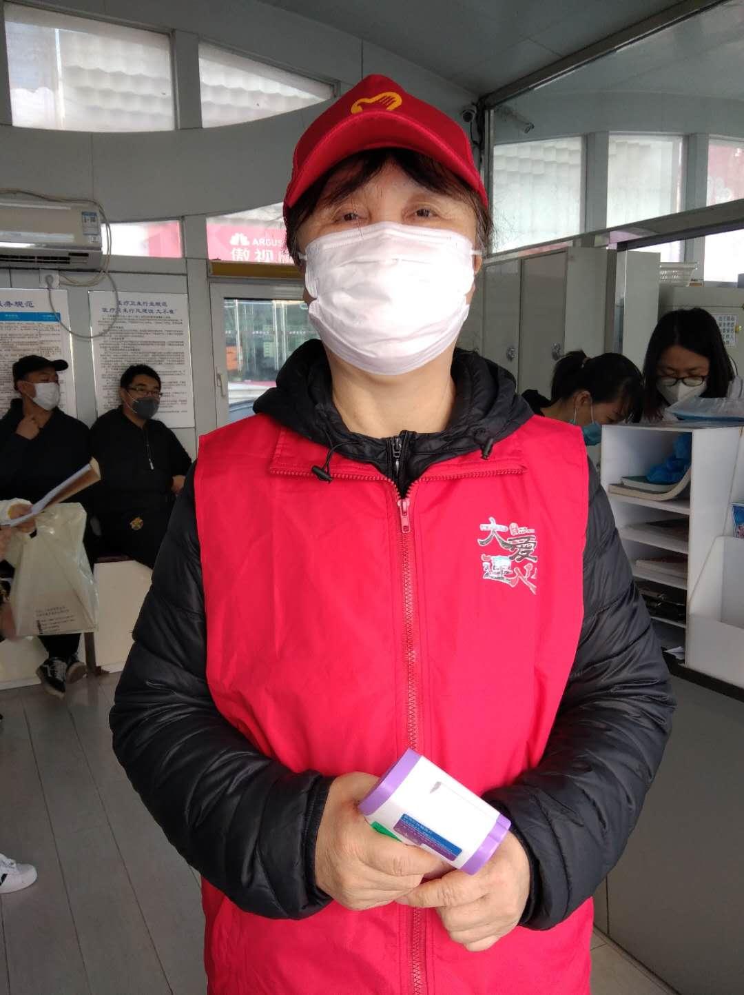 健身大妈来当献血服务志愿者