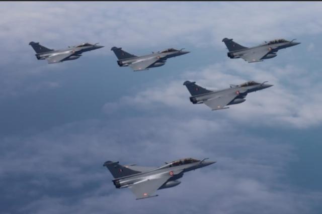 首批5架阵风战斗机已经抵达印度