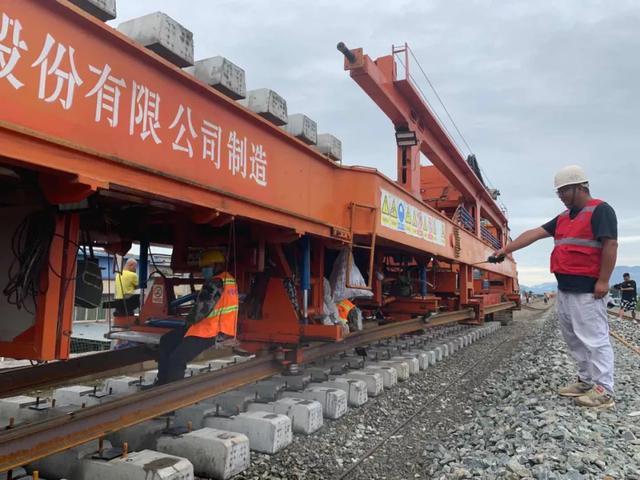 成昆铁路扩能改造工程峨米13标段 正式打响铺轨架梁攻坚战
