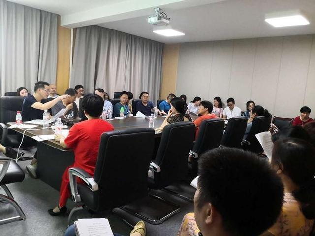 实初教育集团召开备课组考核会议