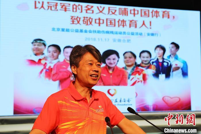 圖爲多位奧運冠軍的體能教練、北京體育大學李春雷教授爲小運動員們講授體能課。活動主辦方供圖