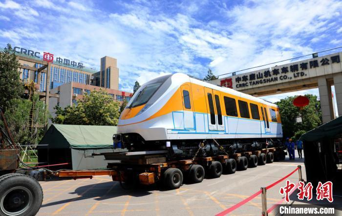 图为中车唐山公司清远磁浮列车运往试验线途中。 吴可超 摄