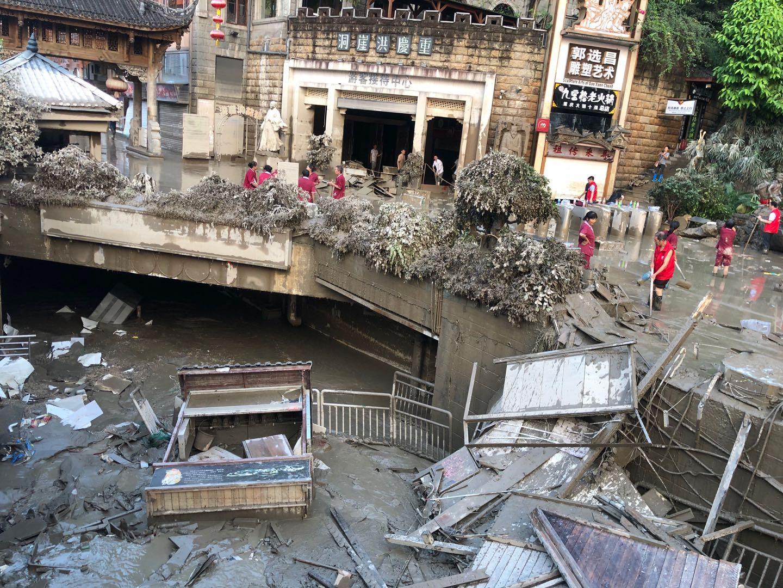 重庆洪水致26.32万人受灾 洪崖洞等受灾区已开始清淤