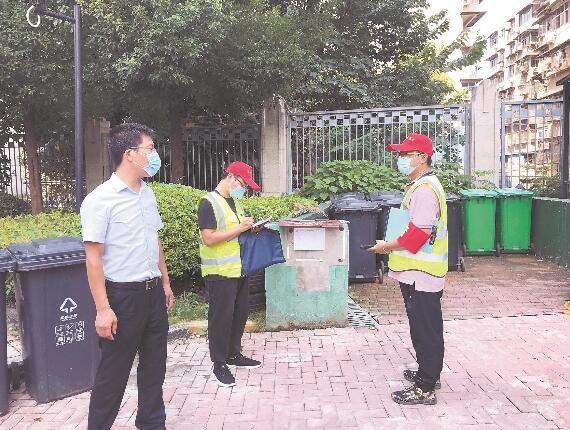 汉阳区房管局检查文明创建 社区内的垃圾桶盖未关闭 被扣分
