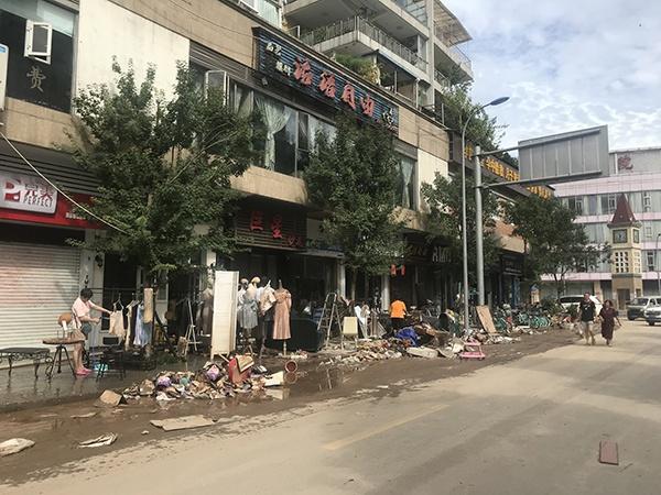 乐山市主城区竹公溪沿岸商铺受损尤其严重。