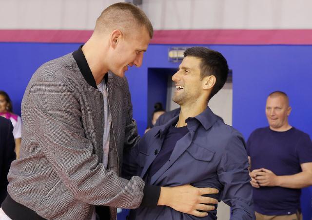 德约和NBA巨星约基奇在塞尔维亚相遇,两人双双确诊新冠。