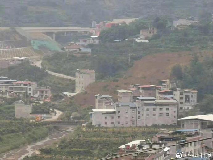 四川雅安一村庄发生滑坡9人失联   抢险救援工作正在开展