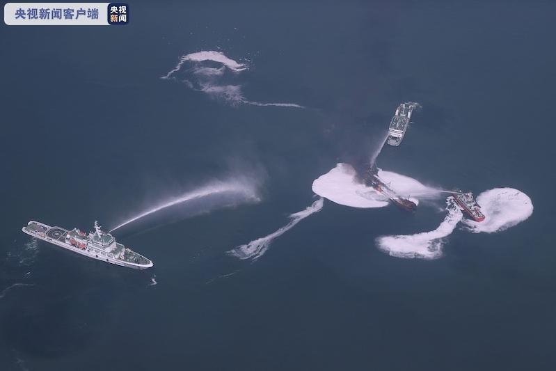 长江口两船碰撞事故现场 事发油船无明火 登轮方案正在制定中
