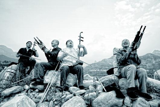▲2008年8月,盲艺人在表演。 大山摄