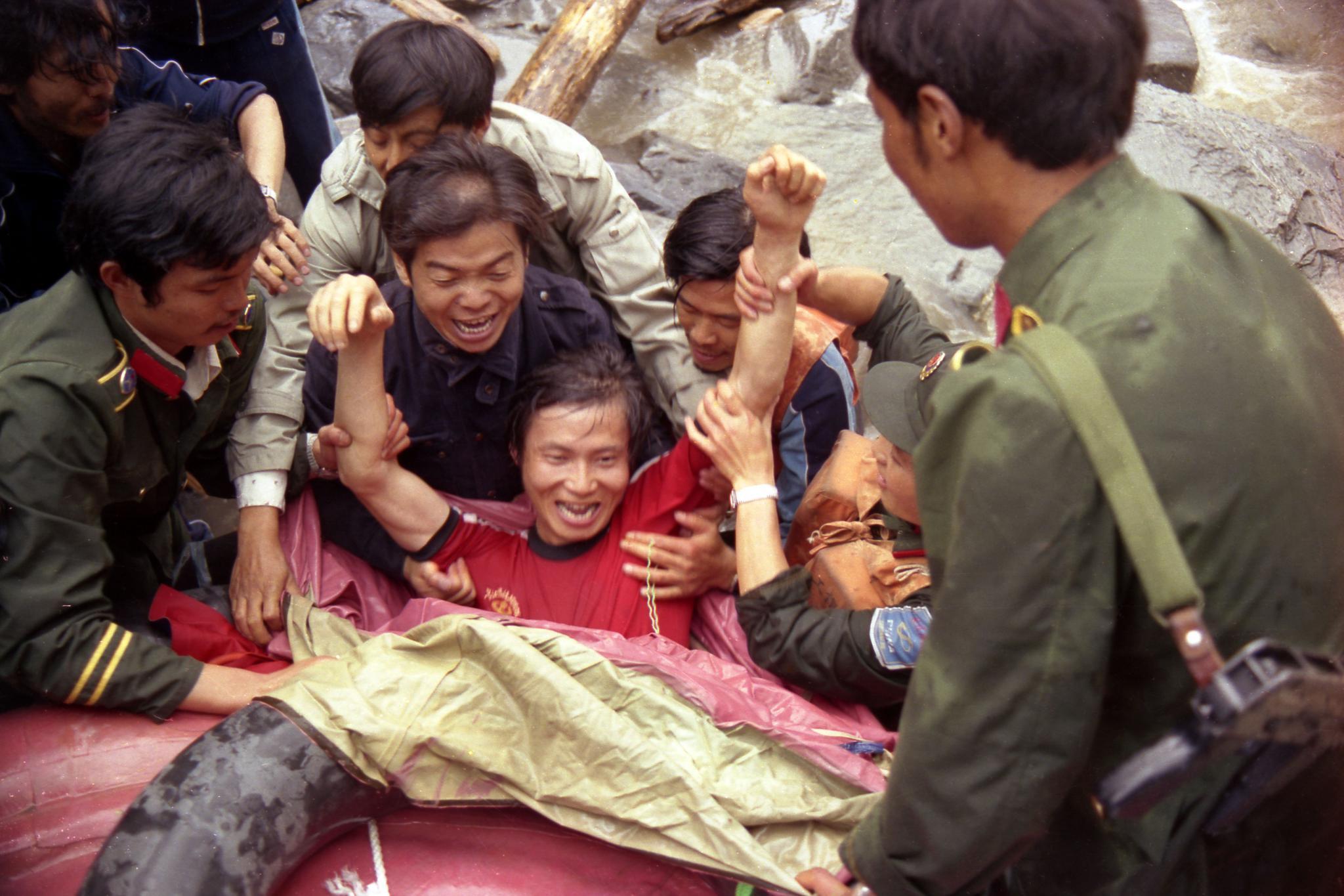 """《热流》记录悲壮的""""1986长江第一漂"""":历史没有办法回头"""