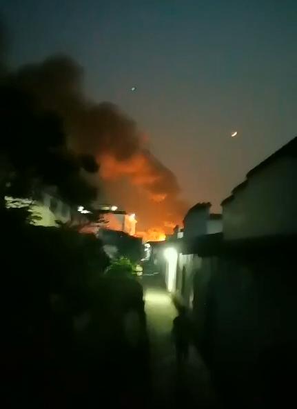 四川泸县一工厂起火致5人受伤 其中3人在ICU抢救