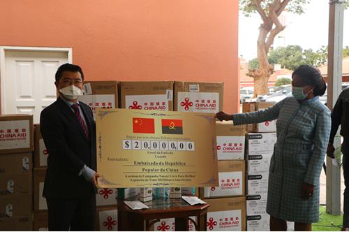 中国驻安哥拉使馆向安哥拉转交抗疫物资