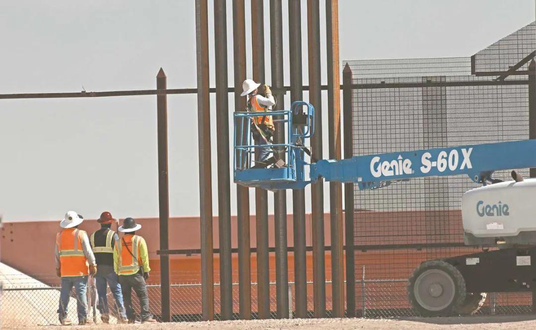 图为美国建造新的边境墙