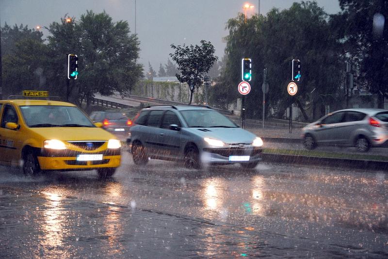 降雨频繁,交警送你一份雨天行车安全秘籍